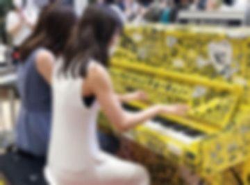 【動画あり】有名ストリートピアノYoutuberさん、ガチオナニーを配信してた事がバレるwwwwww