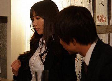 出張先で童貞部下と相部屋に…頼み込まれて1回だけSEX、のはずが絶倫すぎて朝まで犯された女上司 小野夕子