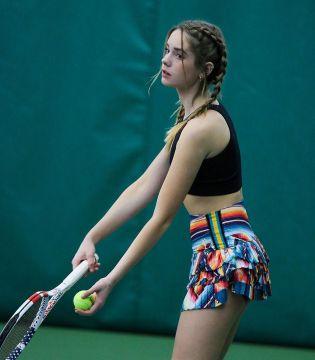 【画像】ロシア人の女テニスプレイヤー、エロすぎてコートに立っただけでゲームセットwww