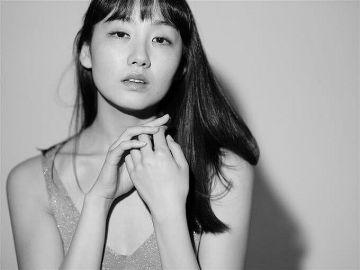 女優・鎌滝恵利が無修正の写真展を開催…Netflixで乳房全てをさらけ出した脱げる女優が…