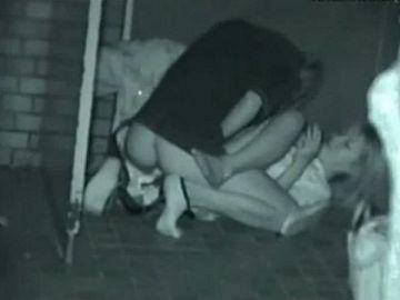 これが本物のプライベートセックス…夜の公園でいちゃいちゃ素人カップルを隠し撮りした赤外線青姦エロ画像