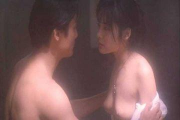 富田靖子がヌード濡れ場で見せた美乳がコチラ…(※エロ画像あり)