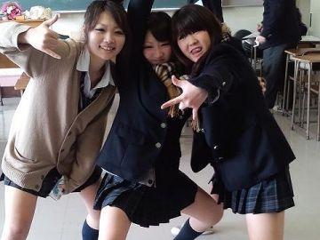 たった一度しかない青春を楽しむ女子高生たちが可愛い…インスタやTwitterで見つけたちょっとエッチなおふざけエロ画像