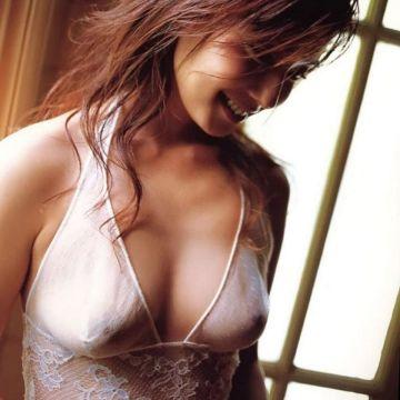 下着なのに乳首が透けまくりな、エッチなランジェリー姿の美女たち