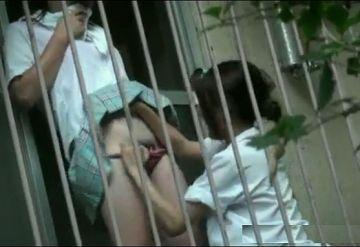 【個人撮影】激レア動画!アパートのベランダでJKが友達同士でレズってる現場を盗撮