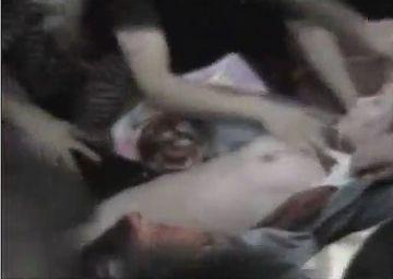 【閲覧注意】泣きながら抵抗する女性2人を数十人の男が輪姦!ヤバすぎる集団レ●プ映像が流出!!!