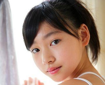 『青春の坂道 早坂美咲 中3』 圧倒的美少女中●生が見せたワレメ全開のイメージビデオ
