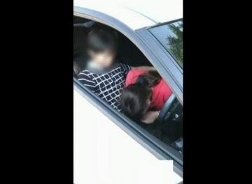 【個人撮影】通りすがりの少年たちにお願いして妻と車内SEXしてもらった夫撮影の公認寝取られ動画