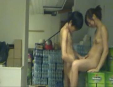 【個人撮影】スーパーの防犯カメラに映ったパート人妻とバイト少年のおねショタSEX現場!