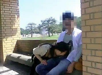 【個人撮影】保護者会の帰り道の公園で息子の同級生のお母さんとSEXした不倫投稿動画