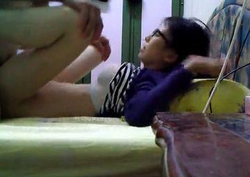 【個人撮影】これはアカン…出張中の同僚宅で留守番してる奥さんを犯した本物レ●プ動画