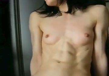 【個人撮影】全身ムキムキの現役ボディビルダー妻に電マを当てた反応wwww