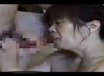 【個人撮影】ガチ映像。性欲に負けて親戚のおばちゃんとセックスしてしまった…