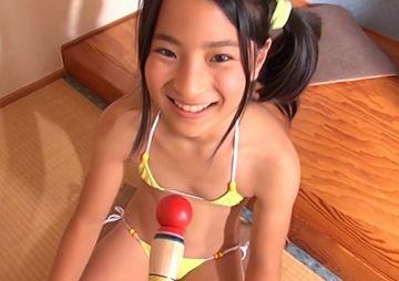 『中村早希(12)』極小水着のS6をくすぐって喘ぎ声を出させた過激イメージビデオ
