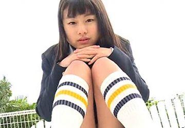 『クラスメイト 花沢あい(15)』透けニプ、ハミ毛、ビラビラ露出とハプニングの連続で回収されたイメージビデオがこちら