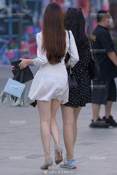 街中で透けパンチラしてる女性を発見してとっさにスマホを構えて撮影