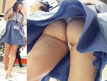 【逆さ撮り】尻は全く隠す気がないTバックを履いた女性を逆さ撮りしたパンチラ画像