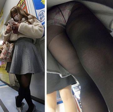 【逆さ撮り】履いてるだけでも卑猥な黒パンスト・黒タイツを下から撮影した逆さ撮りパンチラ画像