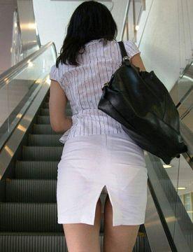 【パンチラ盗撮】エスカレーターで素人娘を狙った逆さ撮りパンチラ画像52枚