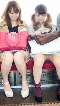 タイトスカートが目の前に座ったらパンチラ率がめちゃくちゃ高い事が分かるパンチラ画像(20枚)