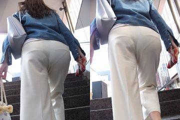 階段で目の前にある尻から透けてるパンチラがエロ過ぎた