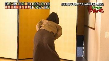 田中瞳アナが「モヤさま」でお尻の形くっきりの尻文字・パンツ見えそうな足湯がエロかった