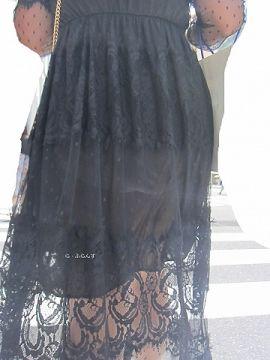 街中で透け透け衣装から見えてるパンチラがエロくて撮影しまくったった