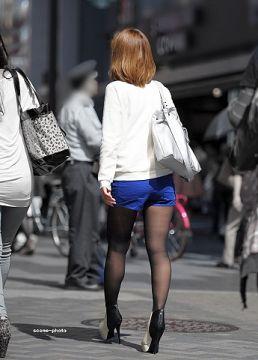 暖かくなってきて中々見れなくなる卑猥な黒パンスト・ショーパンの街撮りエロ画像