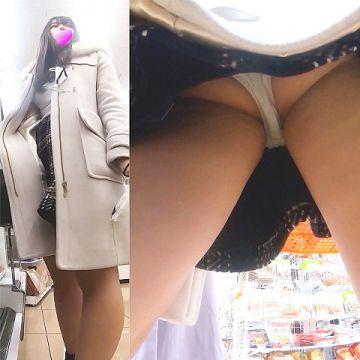 【逆さ撮り】買い物に夢中のスカート女子達を撮影しまくった逆さ撮りパンチラ画像