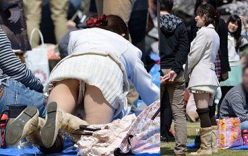 スカートで前屈みになったらそりゃあ見えるだろ!ってパンチラ画像