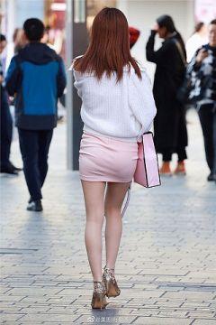 履くだけでエロさが爆発するタイトミニの街撮りエロ画像