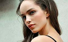 ブラジル人モデルLuma Grotheが可愛い素顔で魅せたセミヌードとファッションスナップ