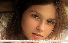 天使の再現『Anna S(18歳)』のデビュー作品。