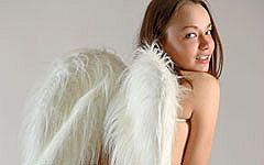 ランドセル通販セイバンもびっくりの天使の羽根ヌード