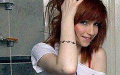 赤髪のロシアン美少女の色白オッパイめっちゃ綺麗wwwお風呂場で裸になってニッコリんちょ