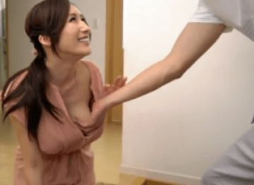奥さんのJカップ巨乳が美しすぎて無意識に手が伸びてしまった!奥さんが敏感に反応するのでそのままセックス!