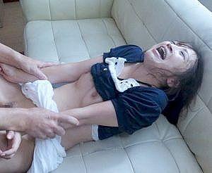 犯罪者に侵入されレイプされるロリ系人妻!夫を前に段々感じる体になってしまう