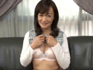 【初撮り】気品ある顔立ちの46歳奥様!恥ずかしながら見事なボディを晒し念願の濃厚セックス!