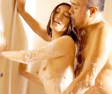 寂しい人妻が優しさと肉棒を求めて義兄と不倫!風呂場でセックス中に旦那に見つかってしまう!
