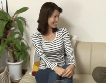 【人妻ナンパ】笑顔が可愛すぎるエロカワ奥さん32歳!揉み心地最高の垂れパイ妻が旦那に内緒で浮気しちゃう!