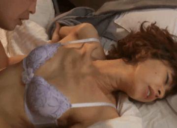 【初撮り】性欲MAXのガリガリボディ人妻がわき目ふらずに肉棒にむしゃぶりつく姿がエロ過ぎ!