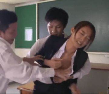 「もう、許して。。。」綺麗すぎて生徒に輪姦されてしまう先生!