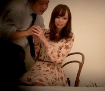 【人妻ナンパ】美容に興味があるスレンダーな貧乳奥さんをナンパ!化粧品サンプルにつられたフリして他人棒を貪り濃厚セックス!