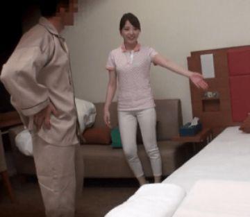 清楚で可憐だけどド貧乳の人妻マッサージ師!必死に貧乳を隠しながら客からヤリタイ放題され中出しされちゃう!