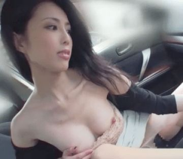 「ぶっといチ〇ポみたいで気持ちいい~♡」車のシフトノブで腰を振りまくって絶頂する変態すぎる素人奥さん!