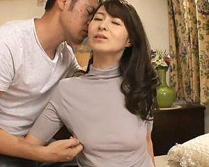 【初撮り】超スレンダーボディを持て余す専業主婦43歳!激しすぎるエッチで乱れまくる奥さんがエロ過ぎ!
