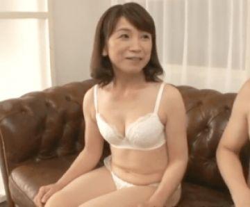 【初撮り】53歳にして夫婦の営みは週2ペースの現役スキモノ熟女!貧乳デカ乳首の奥さんが旦那以外のセックスに感激し中出し!
