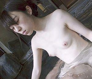 【素人】剛毛マ〇コの消極的な奥さんが旦那に寝取られを頼まれ困惑!快感過ぎて旦那には見せたことのない極エロ妻になっちゃう!